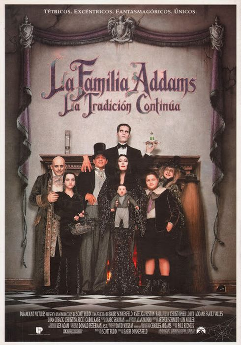 Cartel oficial en español de: La familia Addams. La tradición continúa