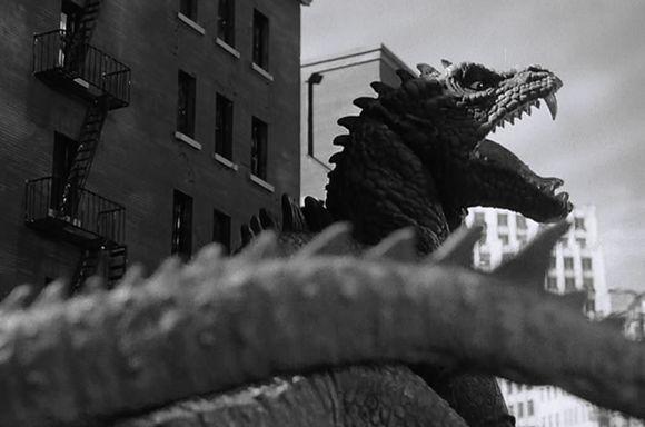 """Imagen de """"El monstruo de tiempos remotos"""" 7"""