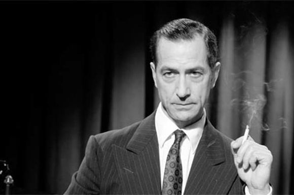 David Strathairn (como Edward R. Murrow)