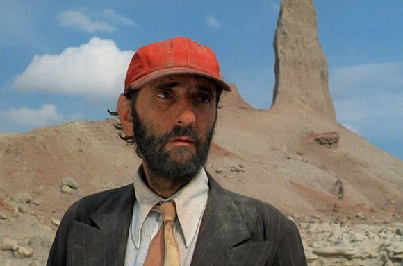 Travis Henderson (Harry Dean Stanton)